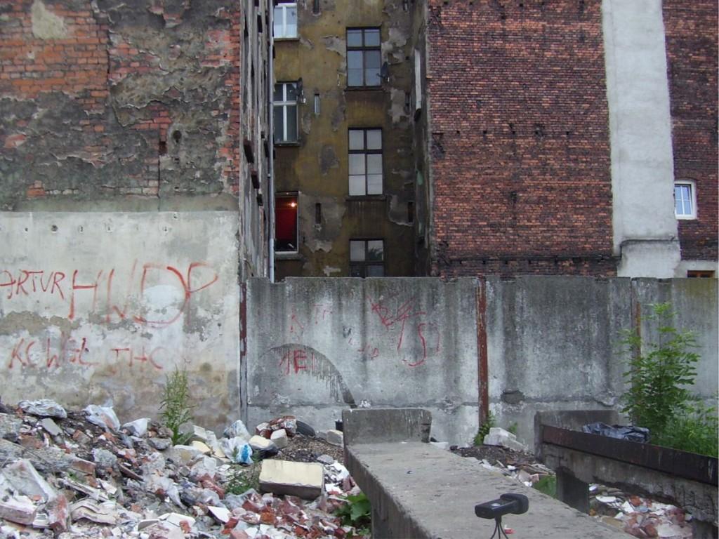 Podwórko przy ul. Komuny Paryskiej - 2