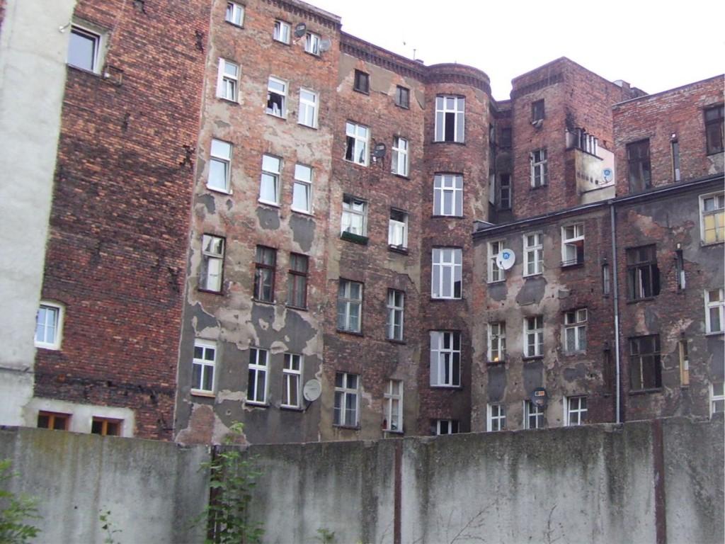 Podwórko przy ul. Komuny Paryskiej - 3